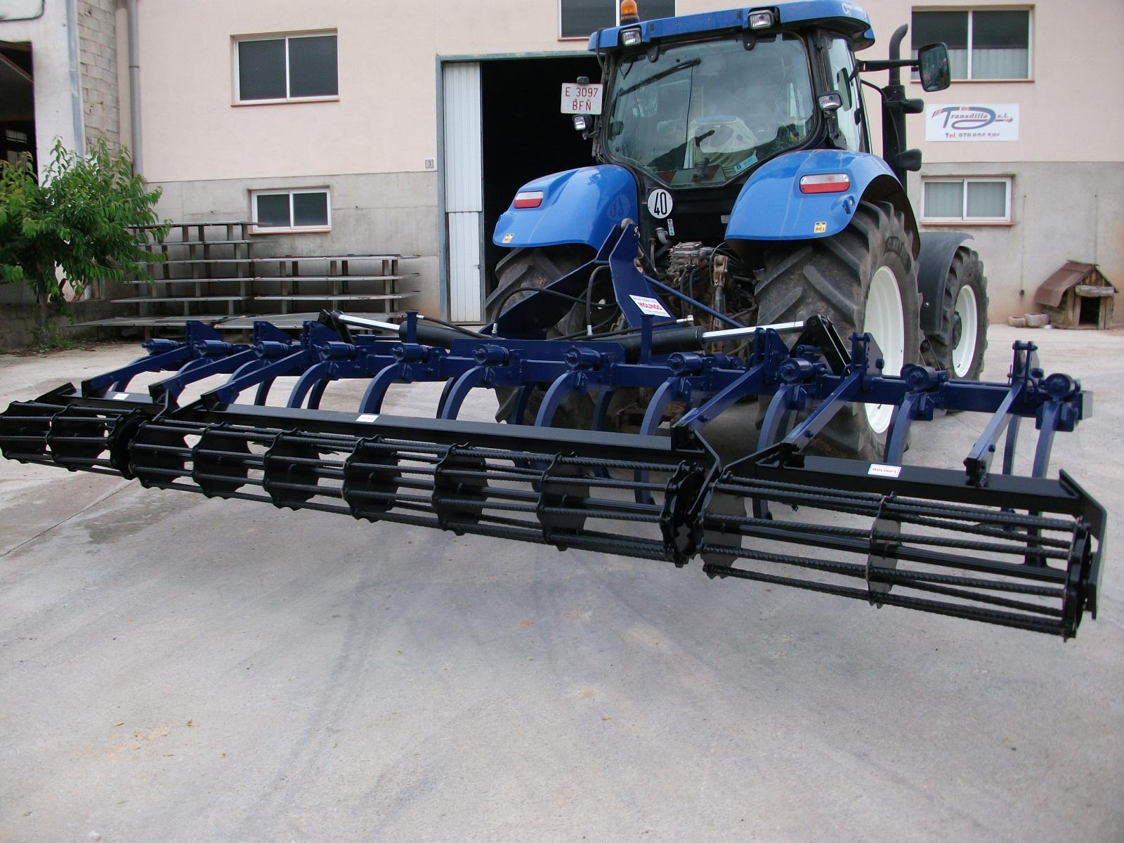 Cultivadores y arados para tractores en talleres molinos fuentespalda